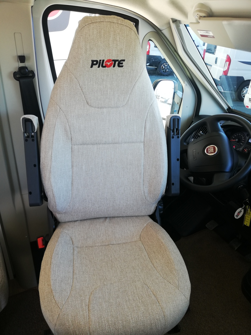 PILOTE P696D
